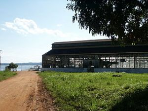 Deserted building in Fordlandia. Image by Méduse, licensed under GNU Free Documentation License